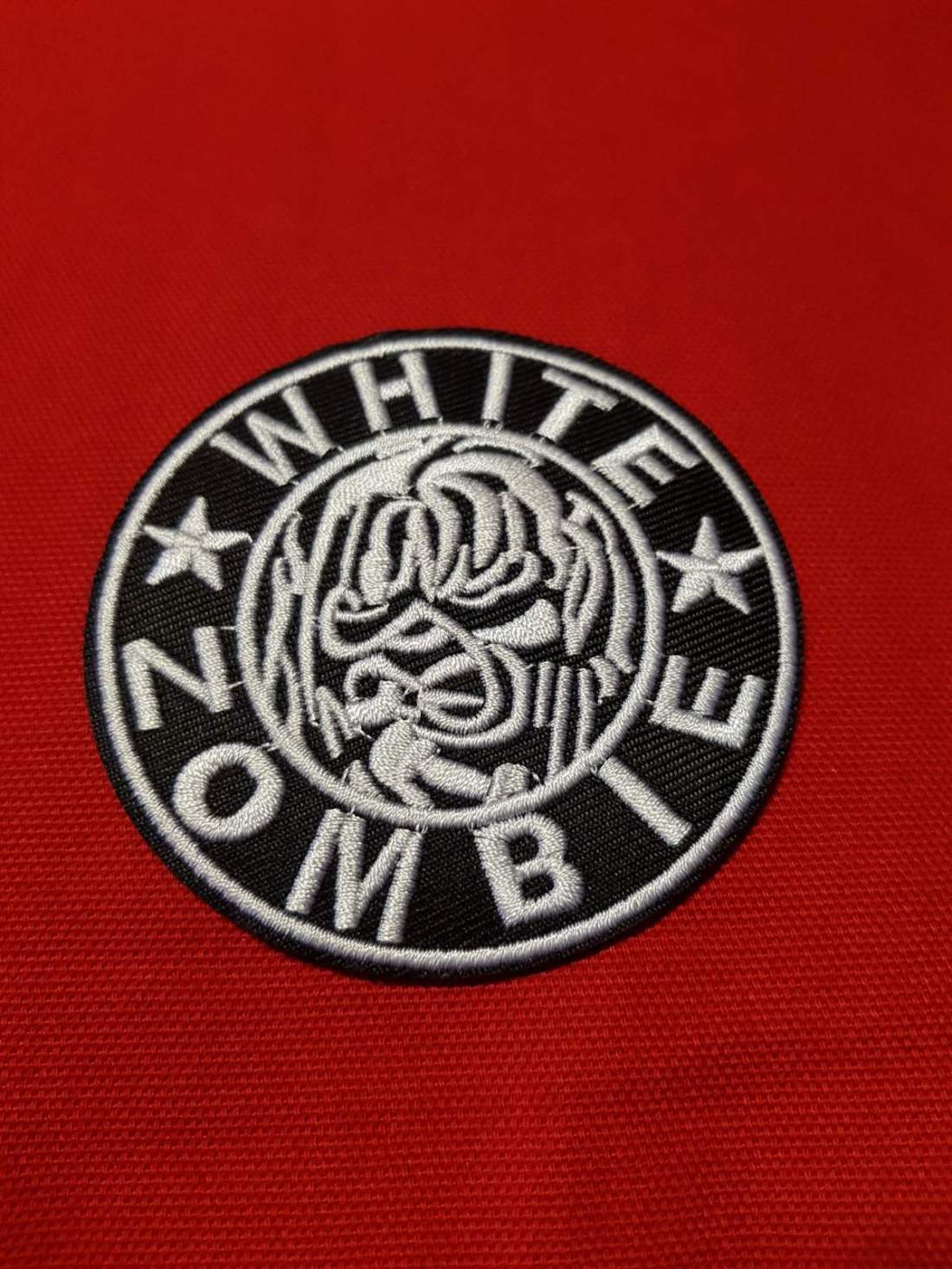 WHITE ZOMBIE FELVARRÓ