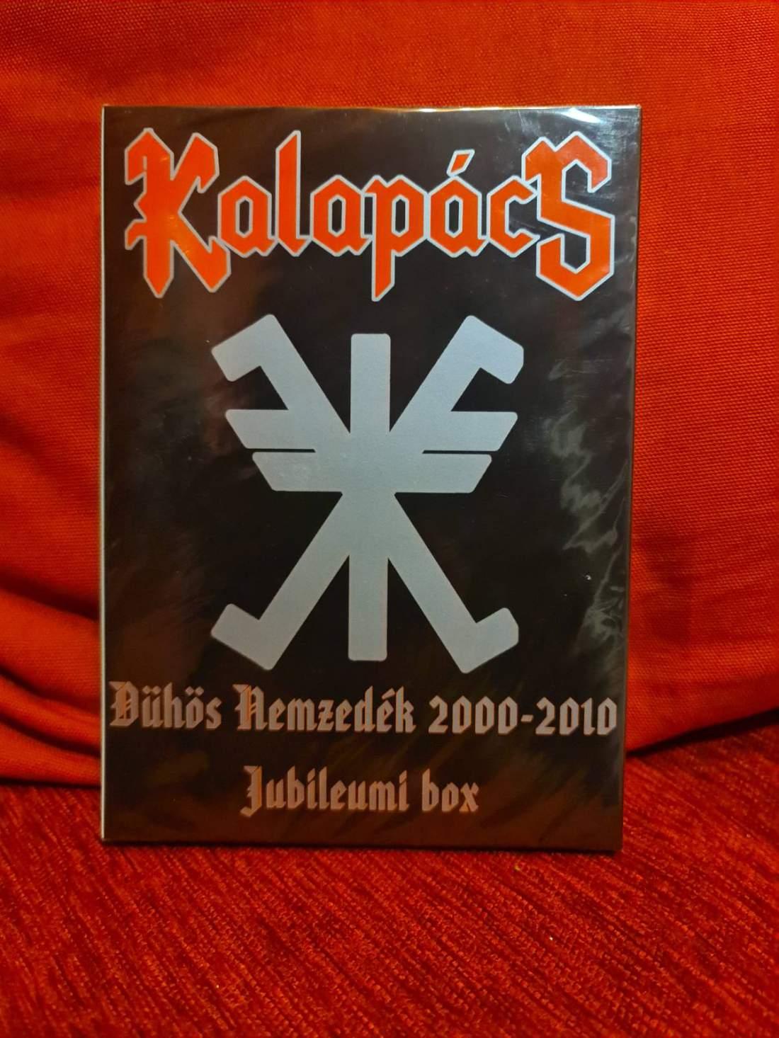 KALAPÁCS - DÜHÖS NEMZEDÉK DVD+3CD JUBILEUMI BOX